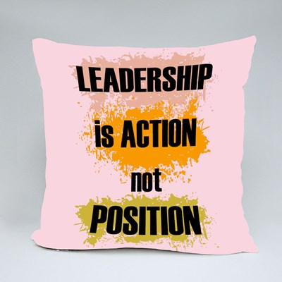 Leadership Is Action 抱枕
